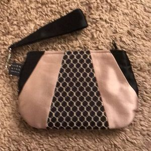 1154 Lill Studio Black and Tan Wristlet
